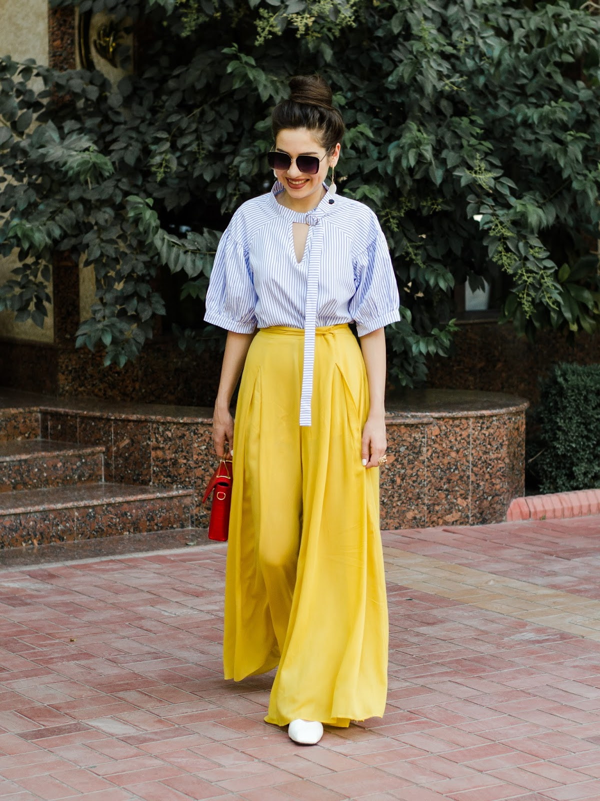 fashion blogger diyora beta diyorasnotes диера бета wide leg pants how to wear striped shirt top red bag casual outfit summer 2017 street style