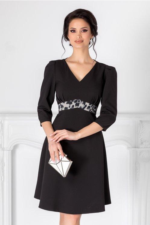 Rochie neagra eleganta  Imprimeu animal print in talie  Talie accentuata  Maneci trei sferturi