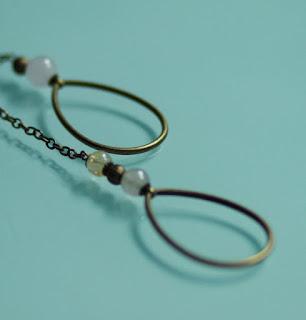 https://www.alittlemarket.com/collier/fr_collier_cravate_perles_de_quartz_et_bronze_-18409375.html