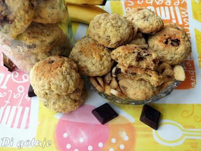 Ciasteczka owsiane z suszonymi bananami i czekoladą