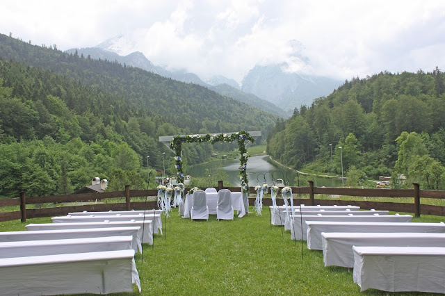 Wedding ceremony in the Bavarian mountains on the alpine meadow at lake Riessersee hotel, Garmisch, Bavaria #wedding venue #wedding abroad #Bavaria #Riessersee