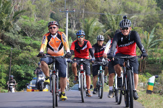 Kapolres Cirebon Kota Dan Jajarannya Melakukan Penyegaran Di Alam Terbuka  Untuk Lebih Semangat Dalam  Melayani Masyarakat