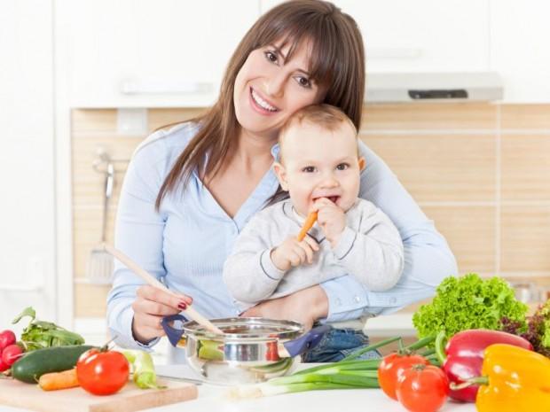 Vitamin dan mineral penting untuk ibu menyusui agar menjaga kualitas air susu ibu (ASI).