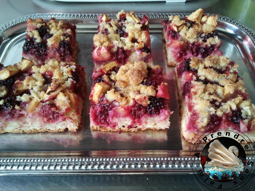 Gâteau allemand à la pomme et aux mûres (pas à pas en photos)