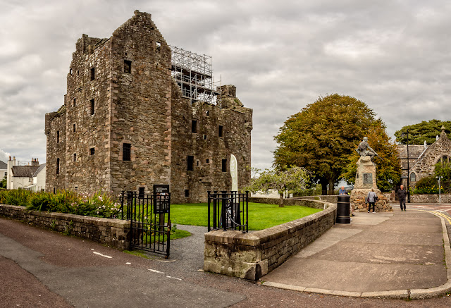 Photo of MacLellan's Castle at Kirkcudbright