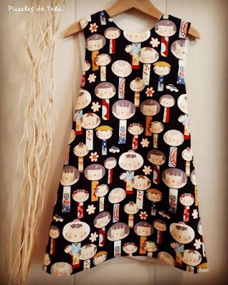 Pinafore dress, blusa espalda cruzada, puzzles de tela, patchwork, handmade, hecho a mano, kokeshi, vestido niña, costurika, DIY, regalos