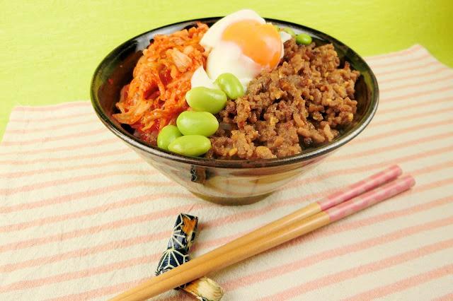 【人気の男の簡単丼レシピ】肉味噌とキムチのスタミナのつくガッツリ飯
