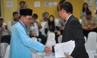 Saiful Anwar Bersalaman Di PRK Port Dickson