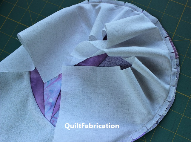 circle stitched to block in seam fold