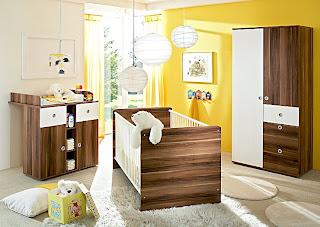 habitación de bebé amarillo