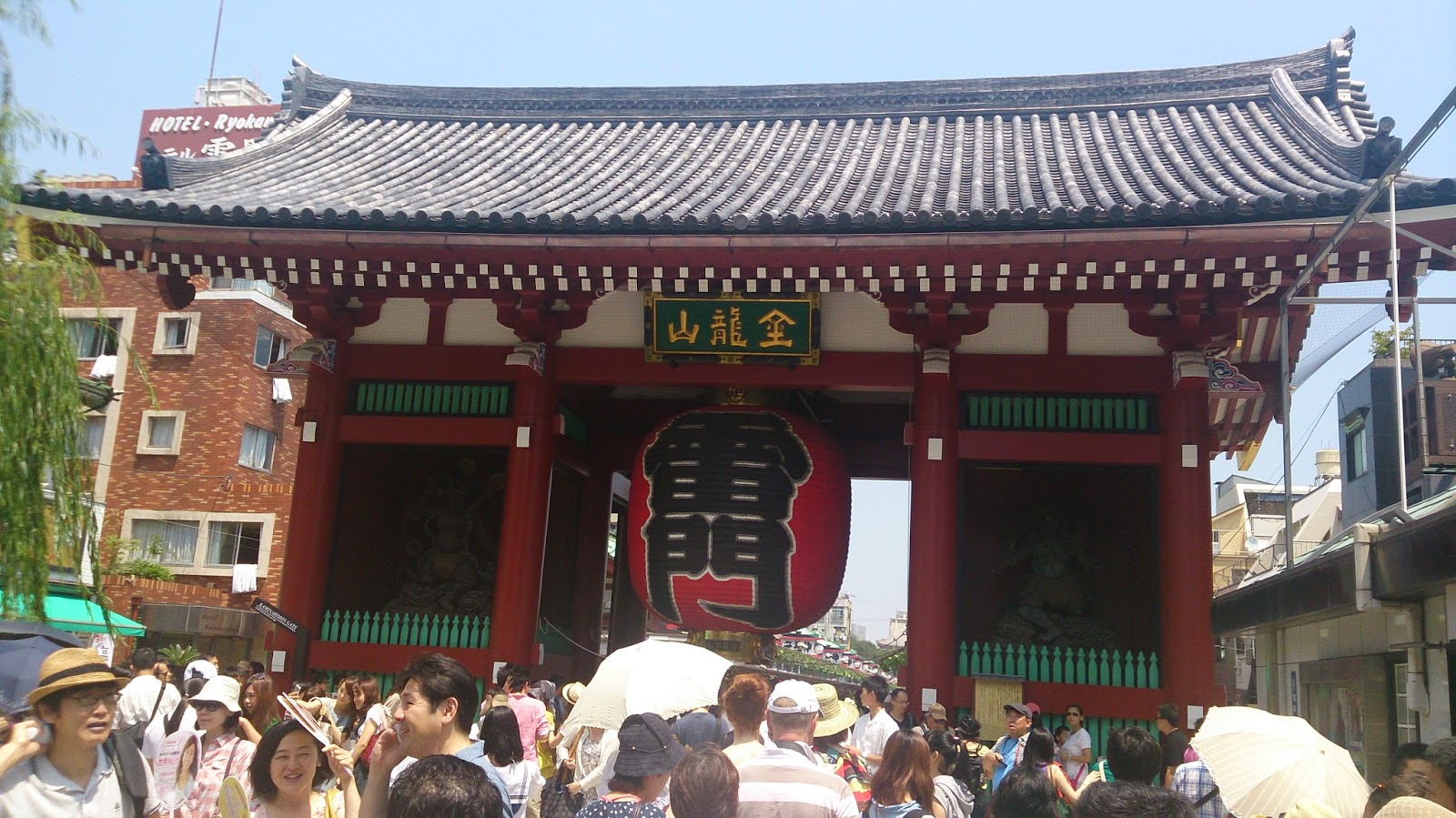 Lbum de viajes tokyo asakusa el barrio m s tradicional for Puerta kaminarimon