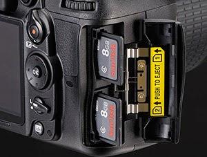 Nikon D7000 memiliki double slot untuk memory card, hal ini tentunya tidak akan kalian temui pada kamera DSLR standard