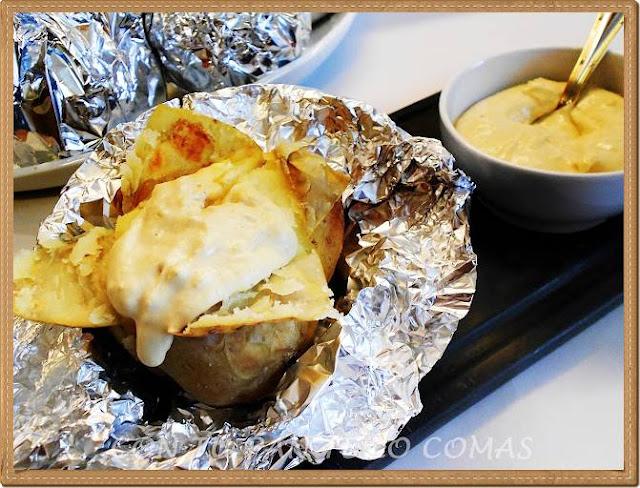 Patatas asadas con salsa de mostaza