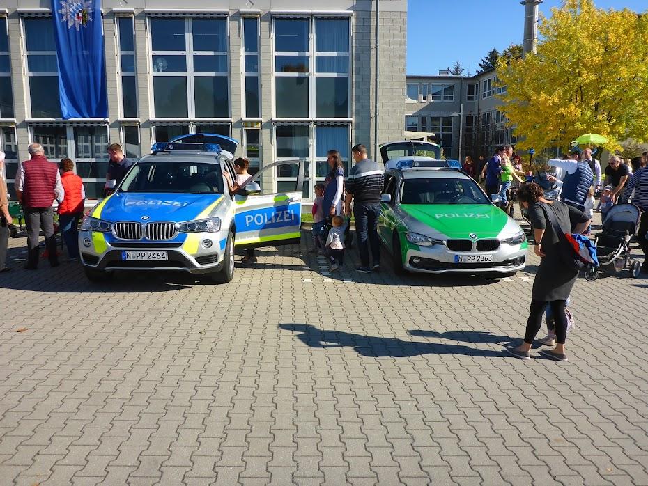 Полицейские, машины, синие, зелёные, немецкие