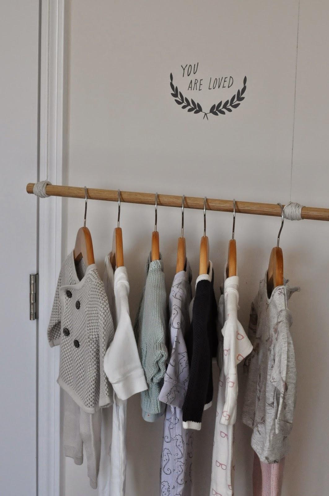 RestlessOasis: DIY Clothing Rack