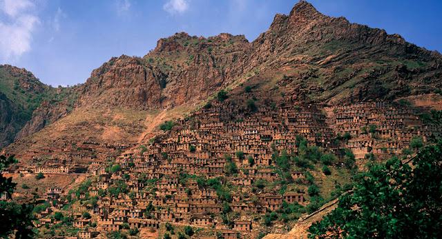 Le village de Uramanat situé dans la province de Kurdistan