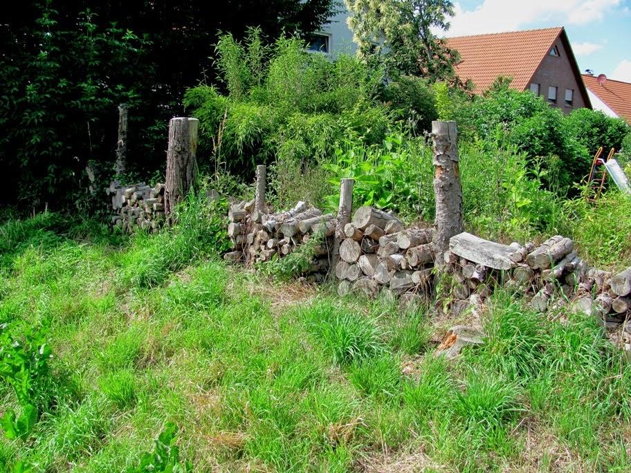 Garten Anders Ideen Fur Einen Alternativen Holzzaun Holzstapelzaun