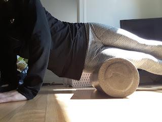 Rouleau thérapeuthique, exercice de physiothérapie, syndrome de la bandelette