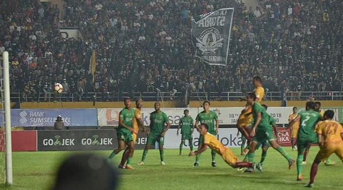 Dikalahkan Bhayangkara FC dikandang, Pendukung Sriwijaya FC Mengamuk