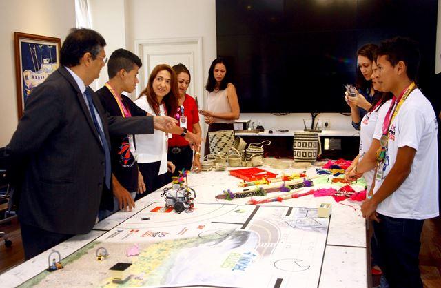Equipe Craft Robótica apresenta protótipo ao governador Flávio Dino