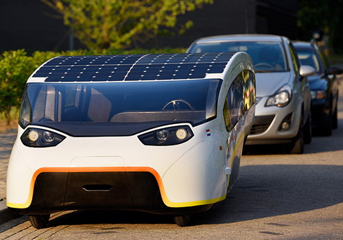 www.Tinuku.com Stella Vie five-seat solar-powered car by Eindhoven team
