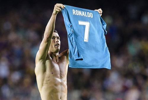 رونالدو وميسي وبوفون ضمن القائمة المختصرة للمرشحين لجائزة أفضل لاعب في أوروبا