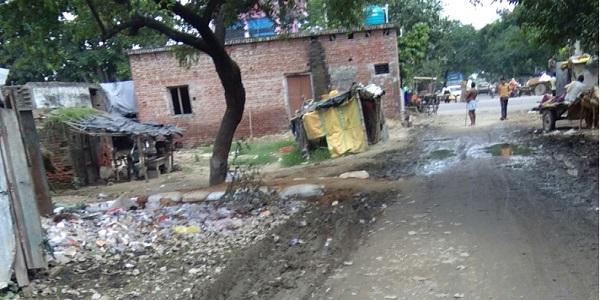 police-chauki-ke-pass-saiyadapur-marg-bana-daldal