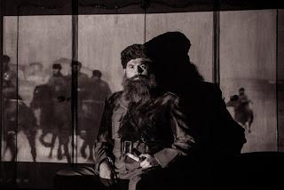 """""""Άρης"""" της Σοφίας Αδαμίδου, σε σκηνοθεσία Βασίλη Μπισμπίκη."""