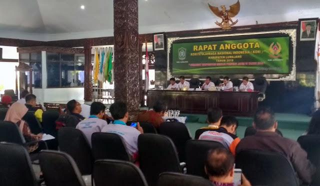 Rapat Anggota KONI di Pendopo