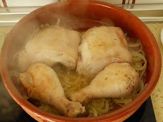 pollo con higos y miel haciéndose