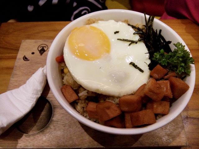 Lidah Saya Enggak Cocok Makan di Shirokuma
