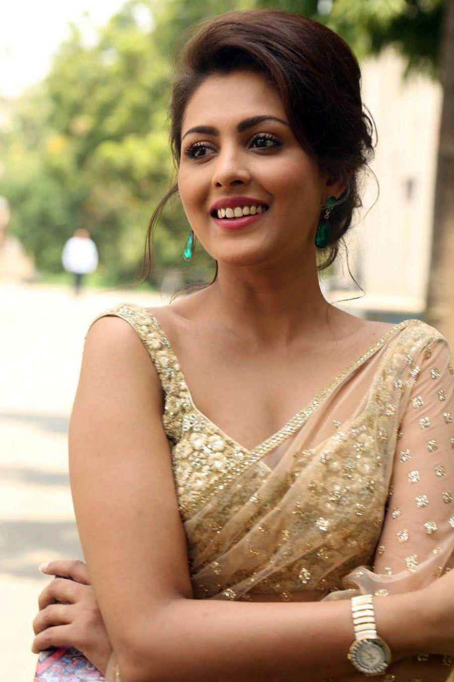 Madhu Shalini Nude Photos 36