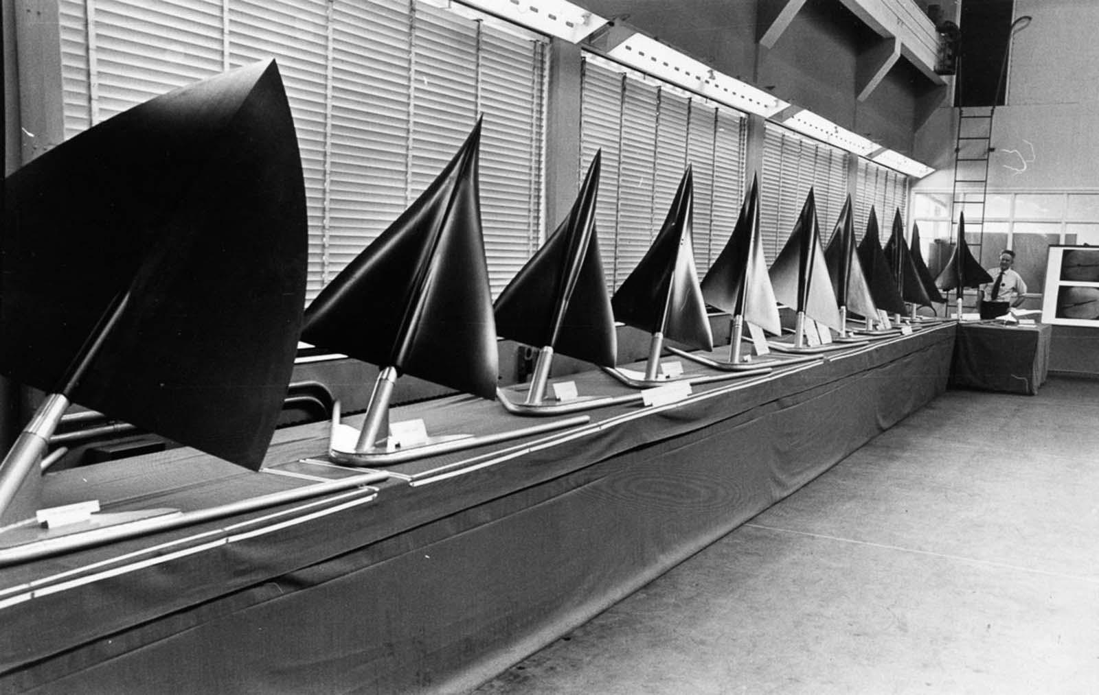 A Concorde alakjára javasolt különféle minták modellsorozata, a sor végén a lehetséges kiviteltel.