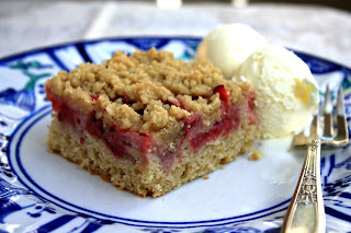 Baked-in strawberry shortcake with crumb topping