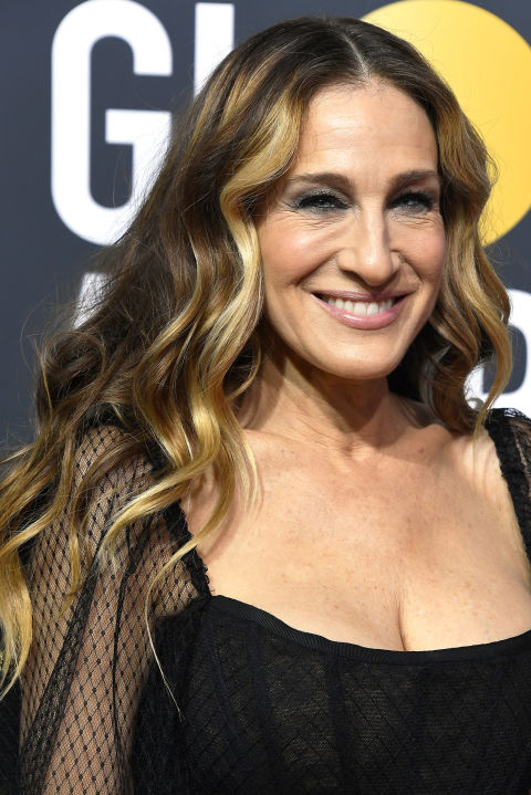 Although blonde highlights can be seen throughout Sarah Jessica Parker's long, loose waves, they're concentrated toward the front to flatteringly frame her face.
