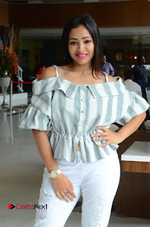 Actress Shweta Basu Prasad Latest Pictures in White Ripped Jeans .COM 0119.JPG
