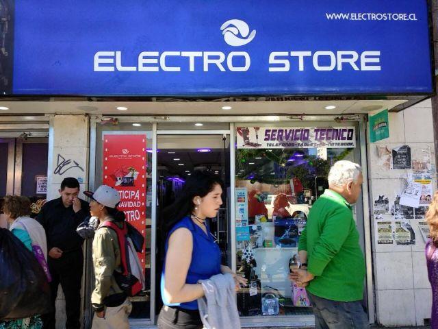 """Osorno: 2 detenidos tras """"saqueo"""" a tienda del centro de la ciudad"""