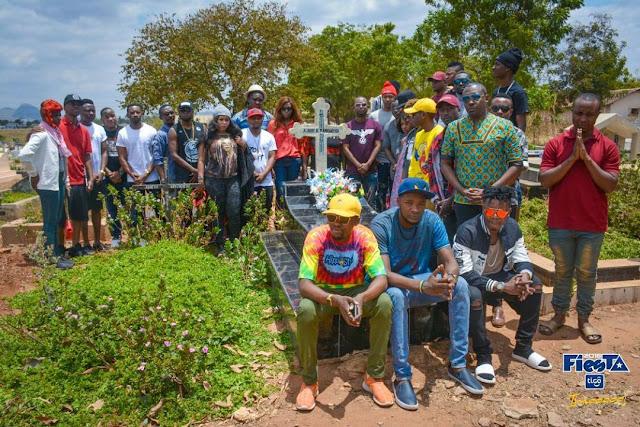 wasanii katika Kaburi la Mangwea