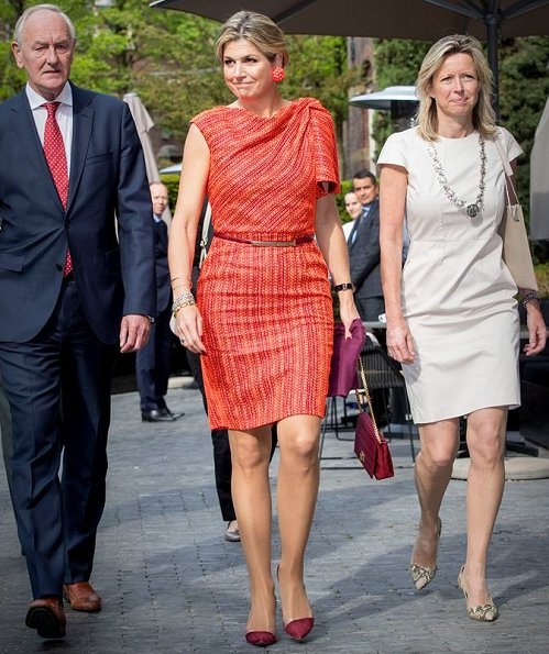 Queen Maxima wore Natan dress and Natan shoes. Queen jewelry, Bodes and Bode juweliers earrings