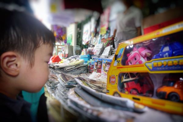 チュー・ジェッティーは観光スポットになっているため、バッタもんやらなにやらを売る出店もたくさん出ている