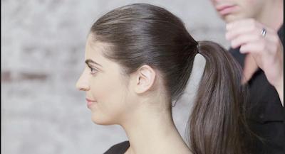 Model rambut panjang diikat ponytail