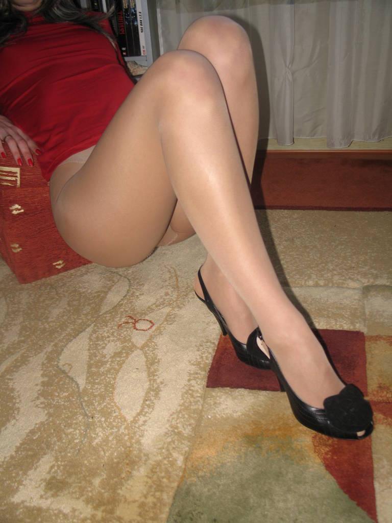Личное видео ножки в телесных чулках, проститутки владимира на дом зрелые