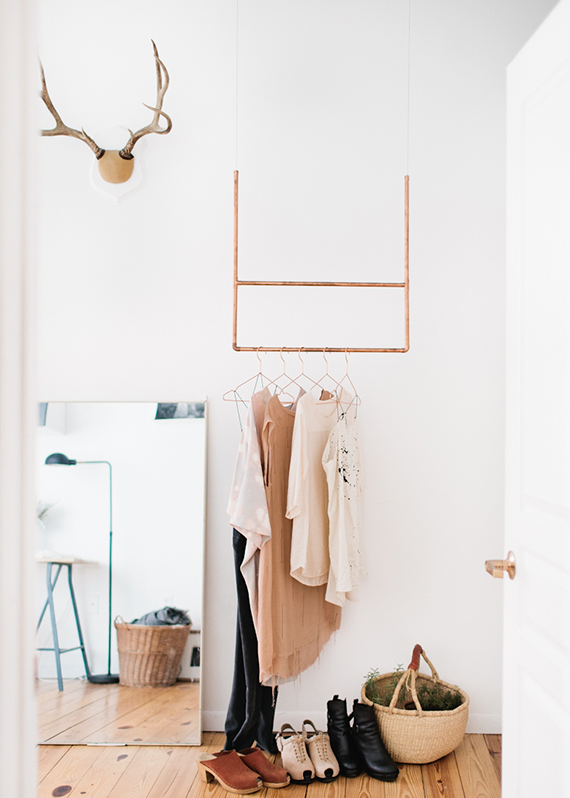 Decor trend: Floor mirrors | Image by Wing Ta via The Everygirl.