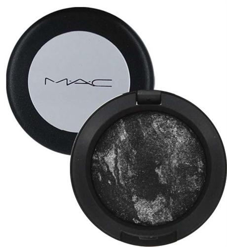 ombretto nero mac eye liner ysl make prodotti da usare per realizzare un make up gotico prodotti da utilizzare per un trucco dark  tendenza trucco autunno inverno 2016-2017