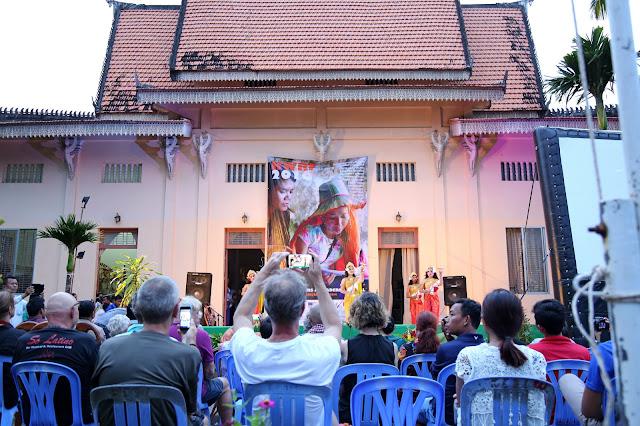 Poètes et auteurs à Kampot