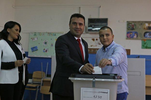 To VMRO δείχνει στον Ζάεφ το δρόμο των εκλογών