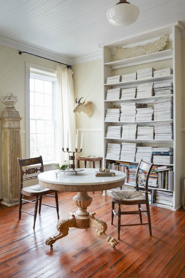 #Shabbychic meets #Frenchfarmhouse in this rustic, romantic dining area on Hello Lovely Studio