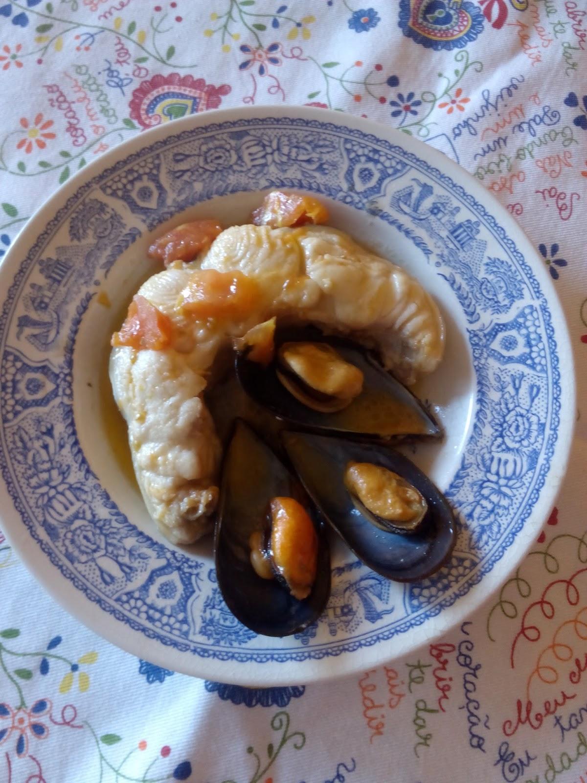 Aquienmisalon congrio en salsa marinera patria for Hacer salsa marinera