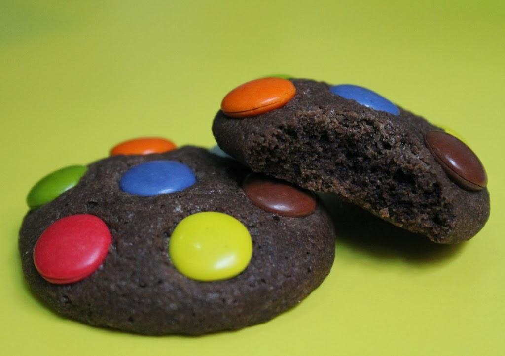 http://eldulcemundodenerea.blogspot.com.es/2014/01/galletas-de-chocolate-y-lacasitos.html