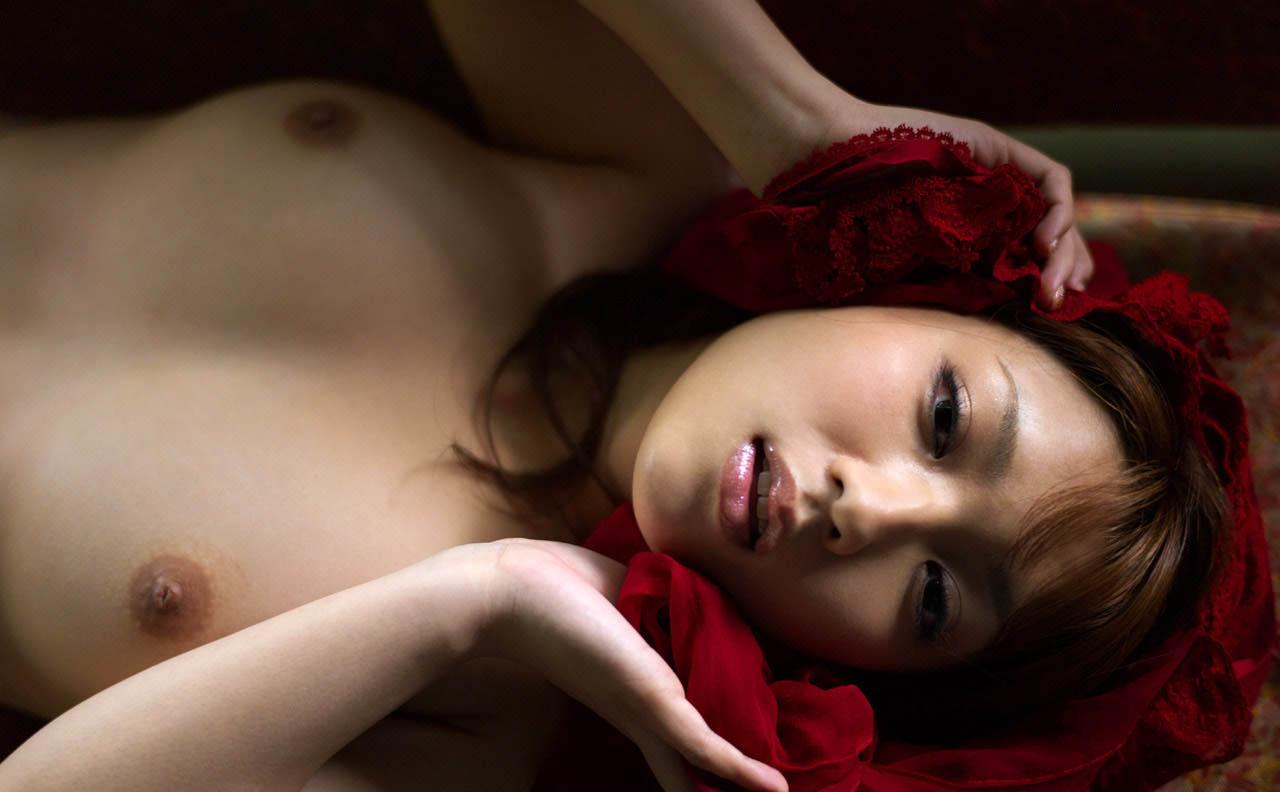 shiori kamisaki sexy topless pics 04
